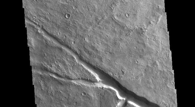 This image from NASAs Mars Odyssey shows a large enclosed basin, located in Margaritifer Terra.