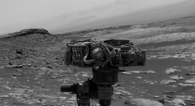 Navcam Movie of How Curiosity Takes a Selfie