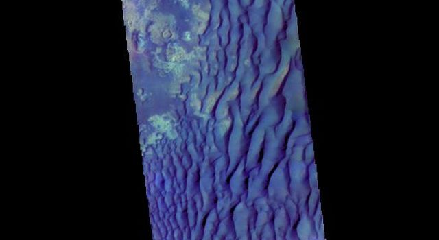 Kaiser Crater Dunes - False Color